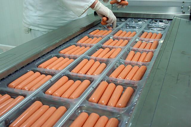 [Translate to English (US):] Getränke- und Lebensmittelproduktion gekochtes Fleisch